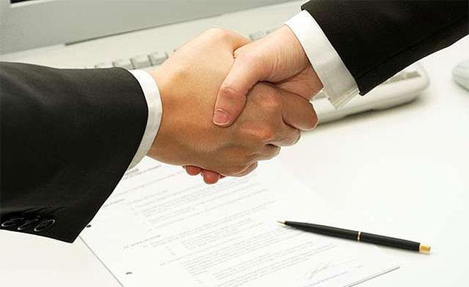 Как оформляется договор купли-продажи автомобиля между юридическим и физическим лицом