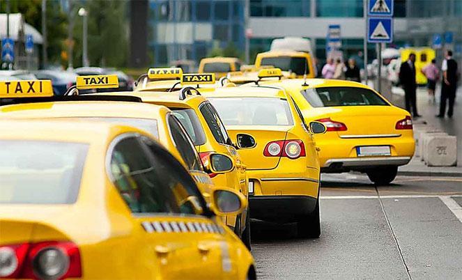 Такси на дороге