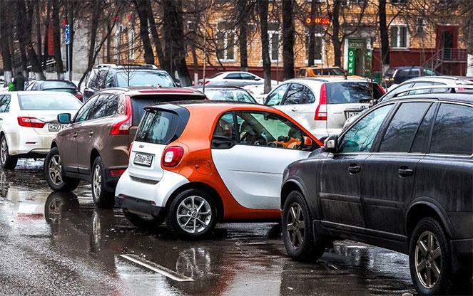 Автомобили на стоянке
