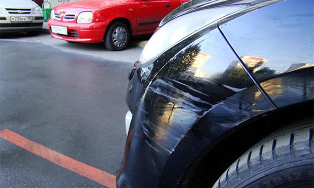 Как поступить, если вашу машину поцарапали во дворе
