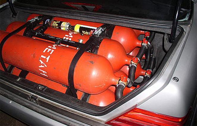 Газовые баллоны в багажнике