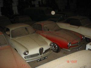 Автомобили в ангаре