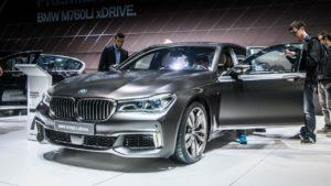 BMW снимает с продаж и временно приостанавливает производство модели M760Li