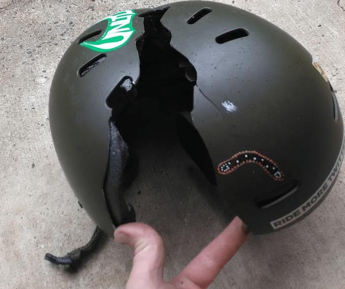 Трещина на шлеме