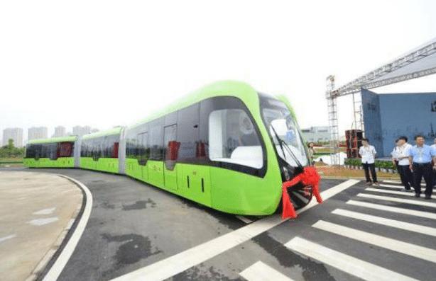 Поезд на виртуальных рельсах по казали в Китае