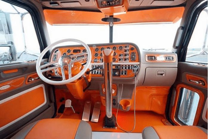 Необычный салон для необычного авто