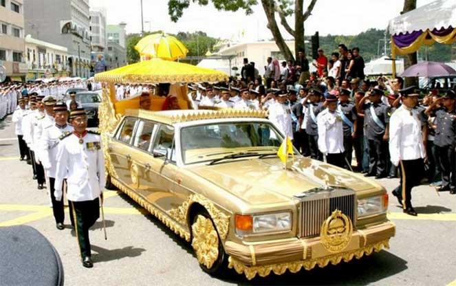 Rolls-Royce Silver Spur Gold Limousine