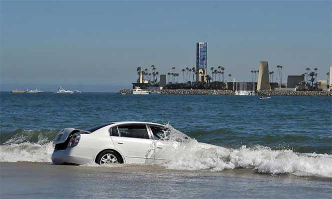 Автомобиль попал под воду