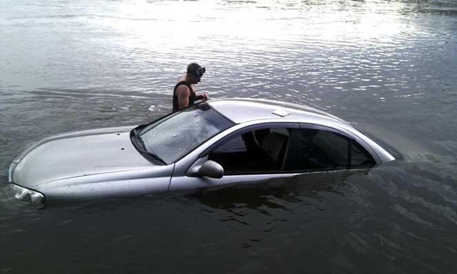 Въехал в воду