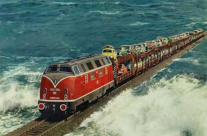 Поезд, проходящий по вершине дамбы