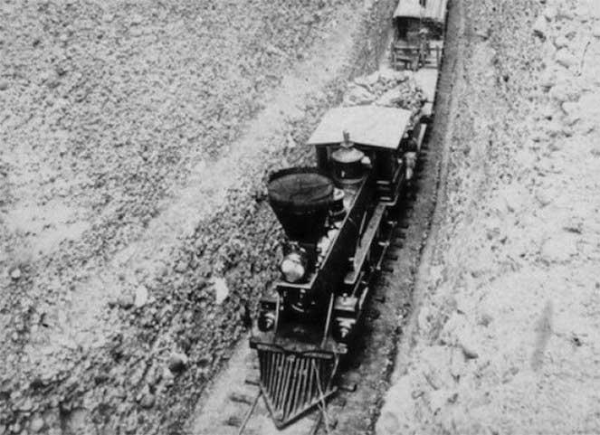 Поезд, проходящий по Блумерскому разрезу