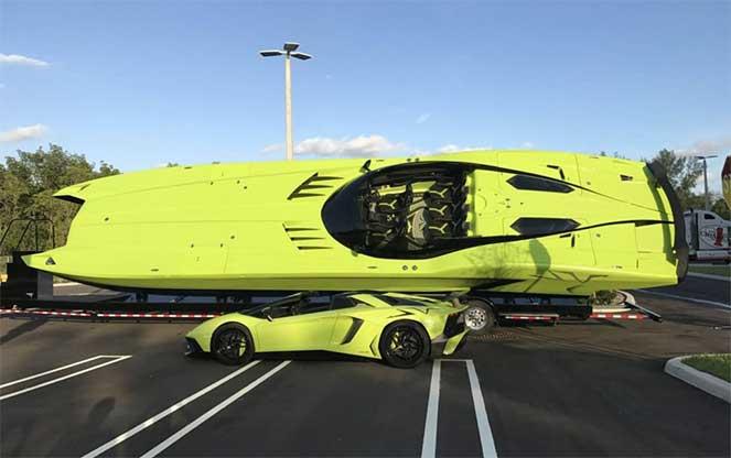 Гоночный катер и суперкар Lamborghini