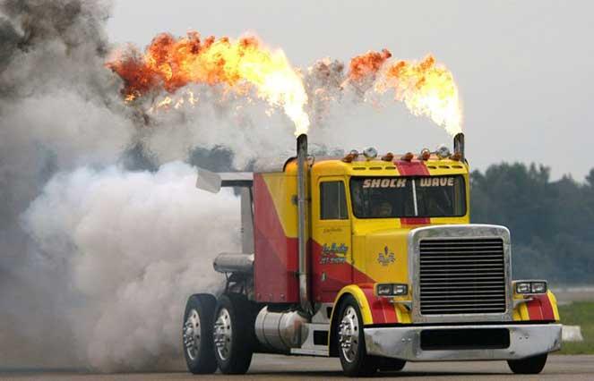 Самый скоростной грузовик на планете, который обгоняет самолеты