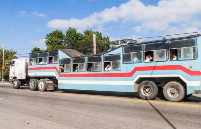 Верблюжий автобус на Кубе