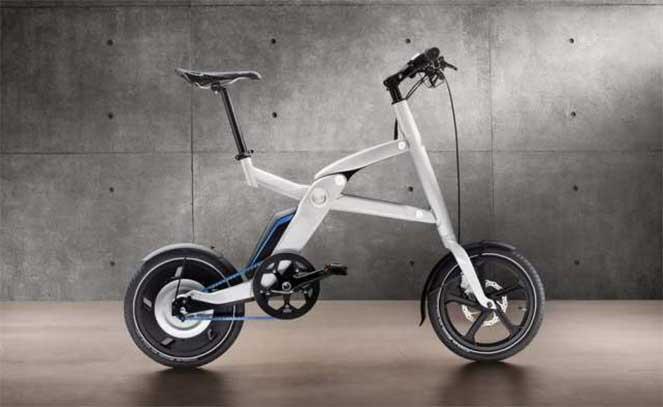 Необычный скутер X2City от компании BMW решает проблему дорожных «пробок»