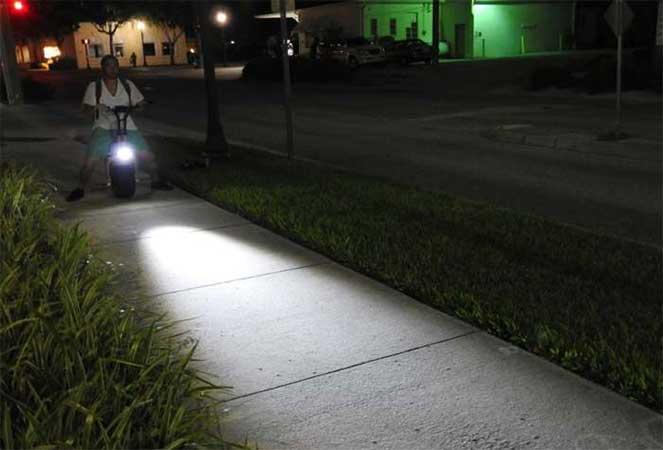 Скутер ночью