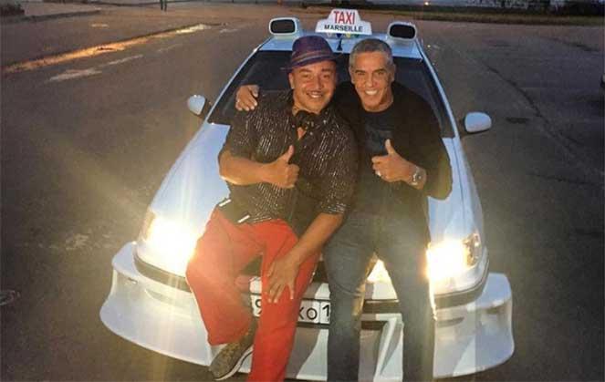 В Ростове звезду фильма «Такси» возили на точной копии киношного автомобиля