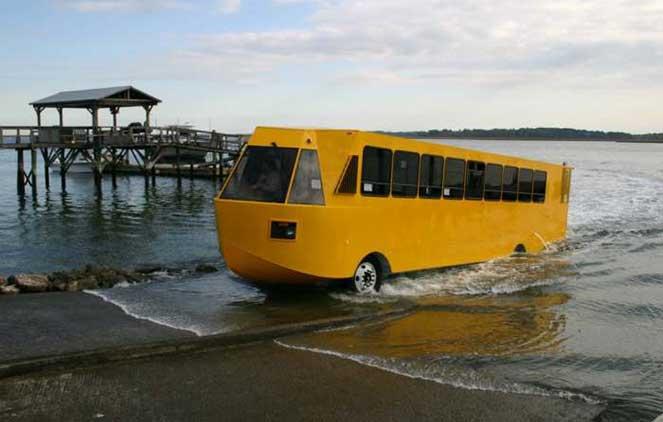 Автобус-амфибия для путешествий по земле и воде