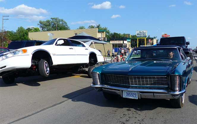 Woodward Dream Cruise: впечатляющие фотографии с известнейшего автошоу в США