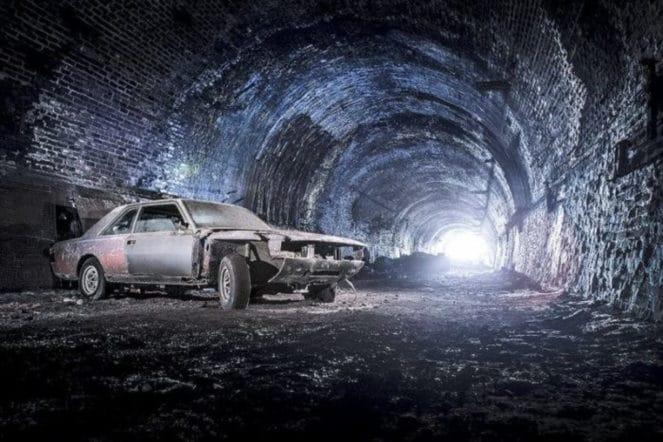 В заброшенной мастерской нашли интересные ретро-автомобили