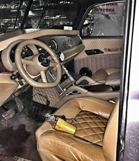 Хот-род ГАЗ-51 с мажорным интерьером от Bugatti