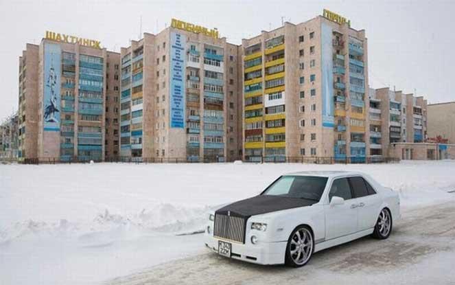 Житель Казахстана соорудил Rolls-Royce своими руками
