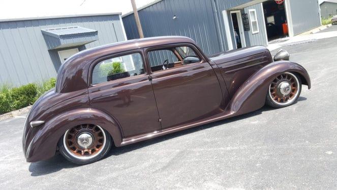Mercedes 1952 года выпуска попал в руки американских тюнинг-мастеров
