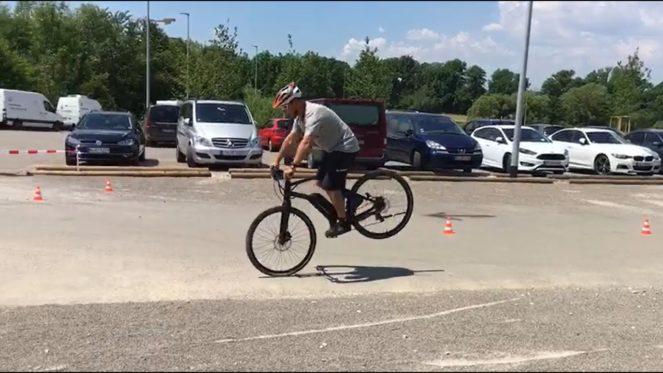 Экстремальное торможение на велосипеде