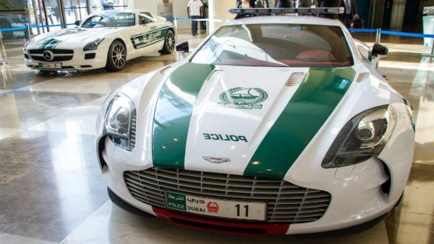 Полицейский Aston Martin