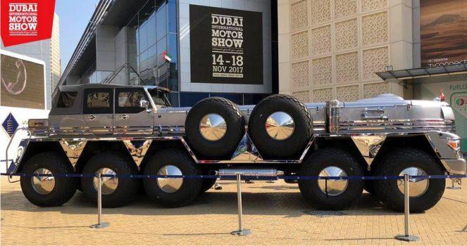Огромный автомобиль на выставке