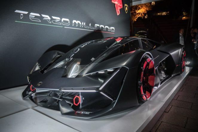 Эта Lamborghini умеет залечивать свои царапины и вмятины