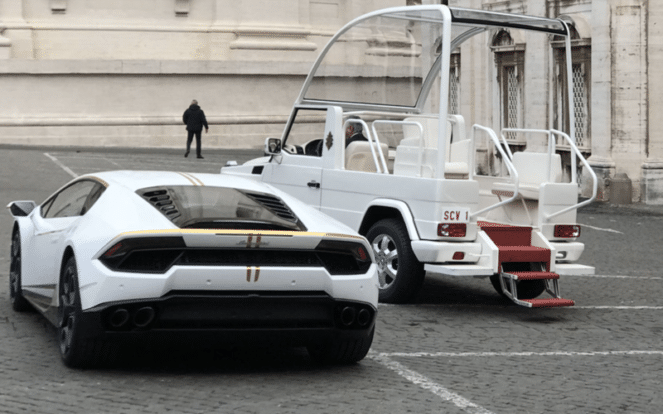 Шок! Что сделал Папа Римский со своим Lamborghini!