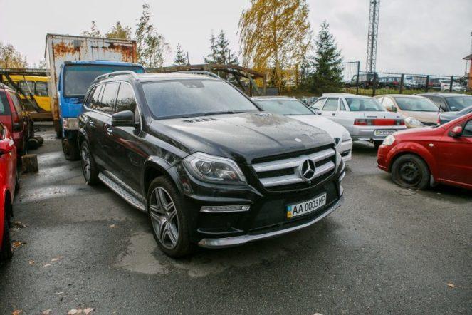В Украине выставили на аукцион автопарк сбежавшего министра