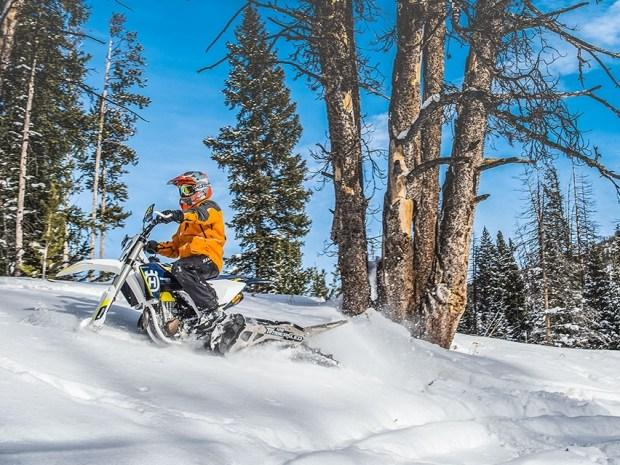 Теперь почти любой мотоцикл можно превратить в снегоход