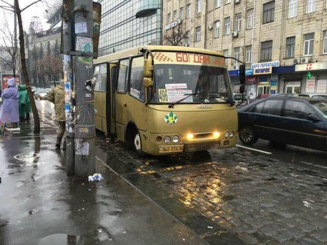 В Киеве позолотили маршрутку