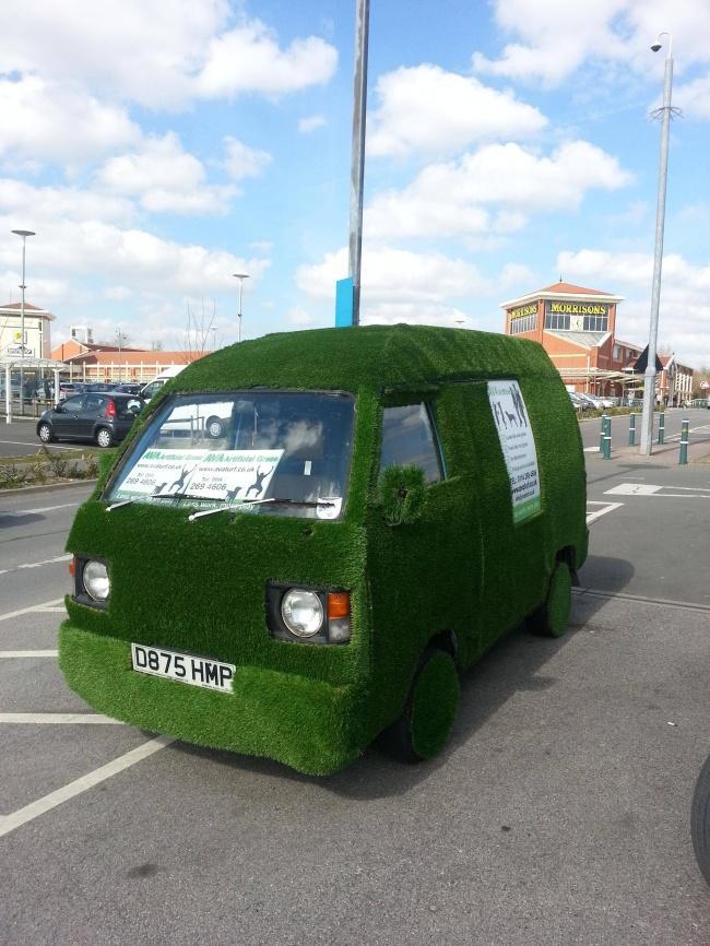 Травяной автомобиль