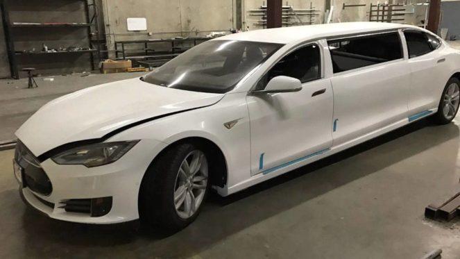 В США появился лимузин Tesla