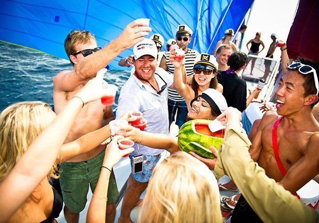 Как вести себя на яхте, чтобы вас пригласили еще раз