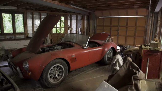 В старом гараже нашли шикарные раритеты