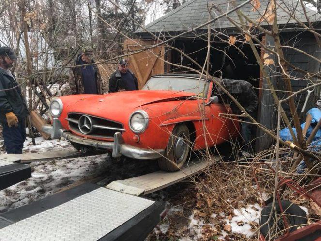 Антикварный Mercedes нашли в обветшалом сарае