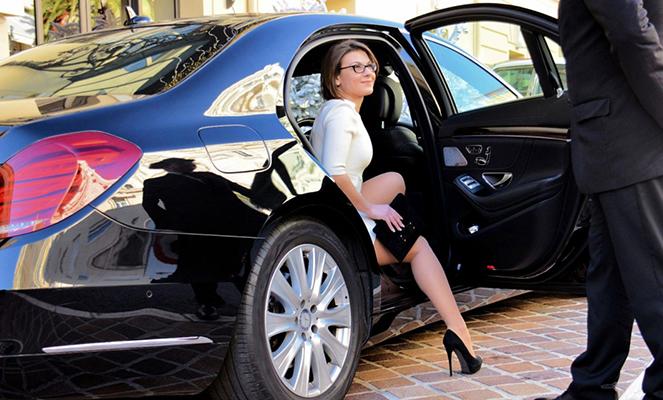 Аренда автомобиля с водителем налогообложения отели в центре москвы недорого забронировать