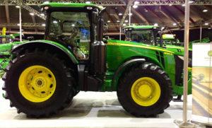 Трактор 8335R